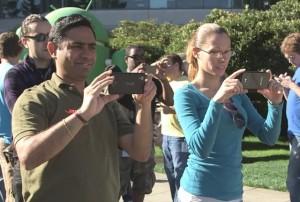 à gauche, le Nexus 5 ?