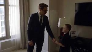 Iron Man : quand Tony Stark offre un bras bionique à un enfant handicapé