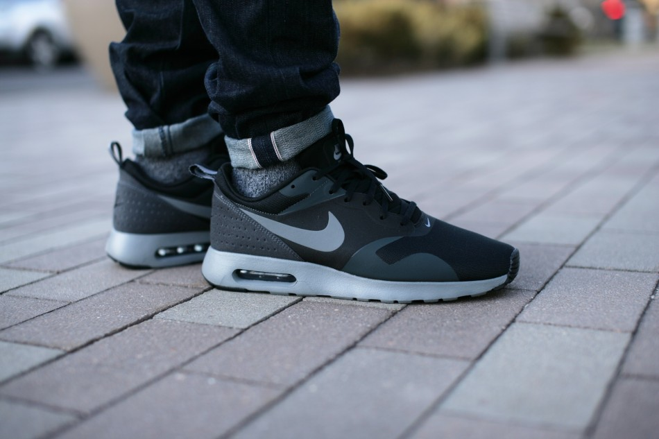 NikeAirMaxTavasBlack